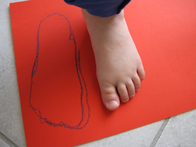 trace your child's feet