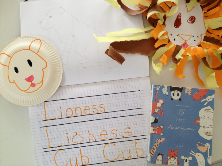 """Learn and Play en Anglais used the book """"Les animaux"""" by Sachiko Umoto"""